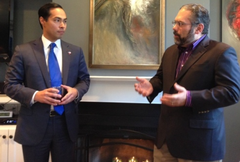 San Antonio Mayor Julian Castro takes questions from NAHJ D.C. Chapter member Ray Suarez. Suarez is a Senior Correspondent at The PBS News Hour.