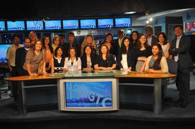 Workshop participants with the team of Noticias DC-Univision